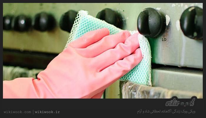 چگونه به راحتی لکه های آشپزخانه را پاک کنیم؟ / ویکی ووک