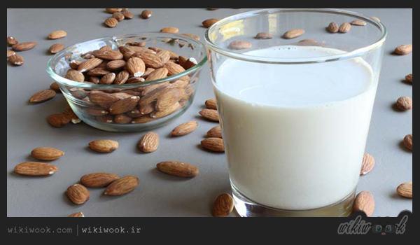 شیر بادام در درمان یبوست