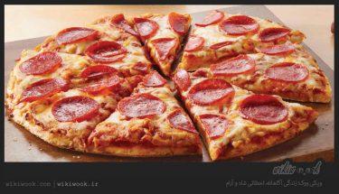 چگونه پیتزا پپرونی خانگی درست کنیم - ویکی ووک
